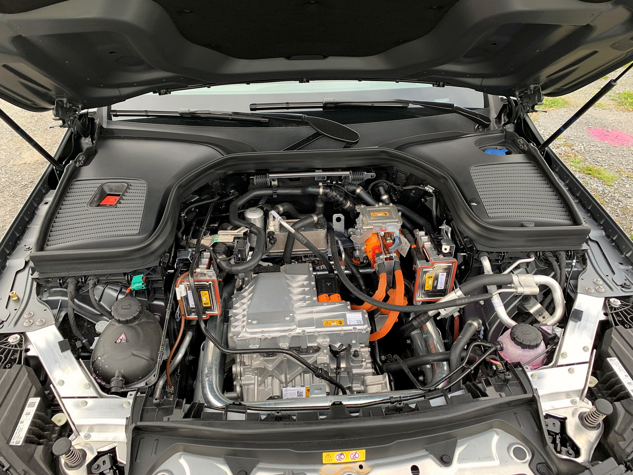 EQC 400 4MATIC ohne Motorraumabdeckung - Bild: MBpassion.de