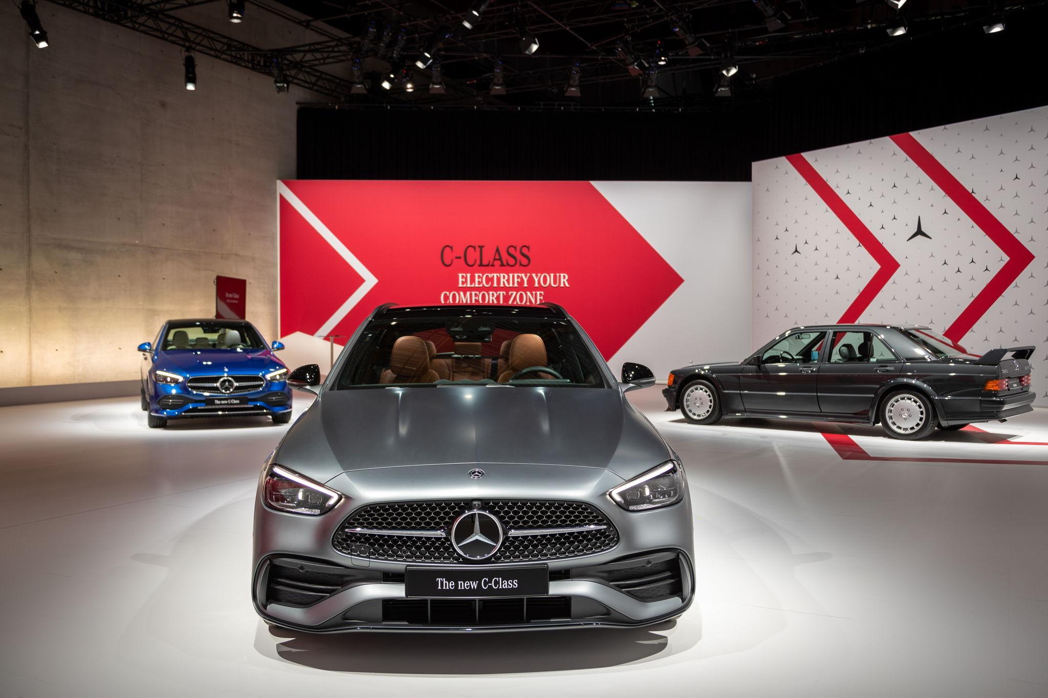 Detaillierter-Blick-auf-die-neue-C-Klasse-als-Limo-T-Modell