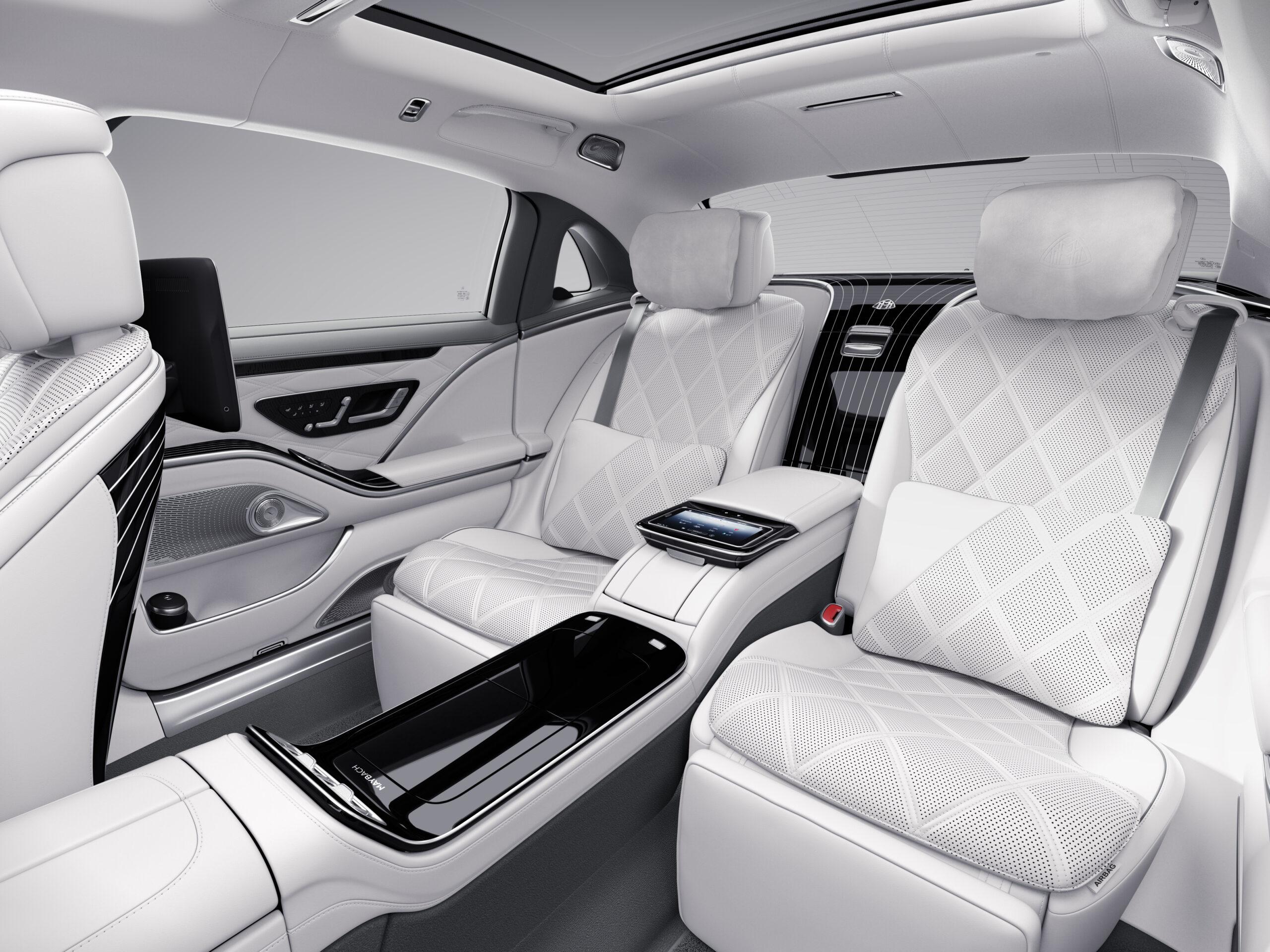 Blick-auf-das-First-Class-Fond-der-neuen-Mercedes-Maybach-S-Klasse