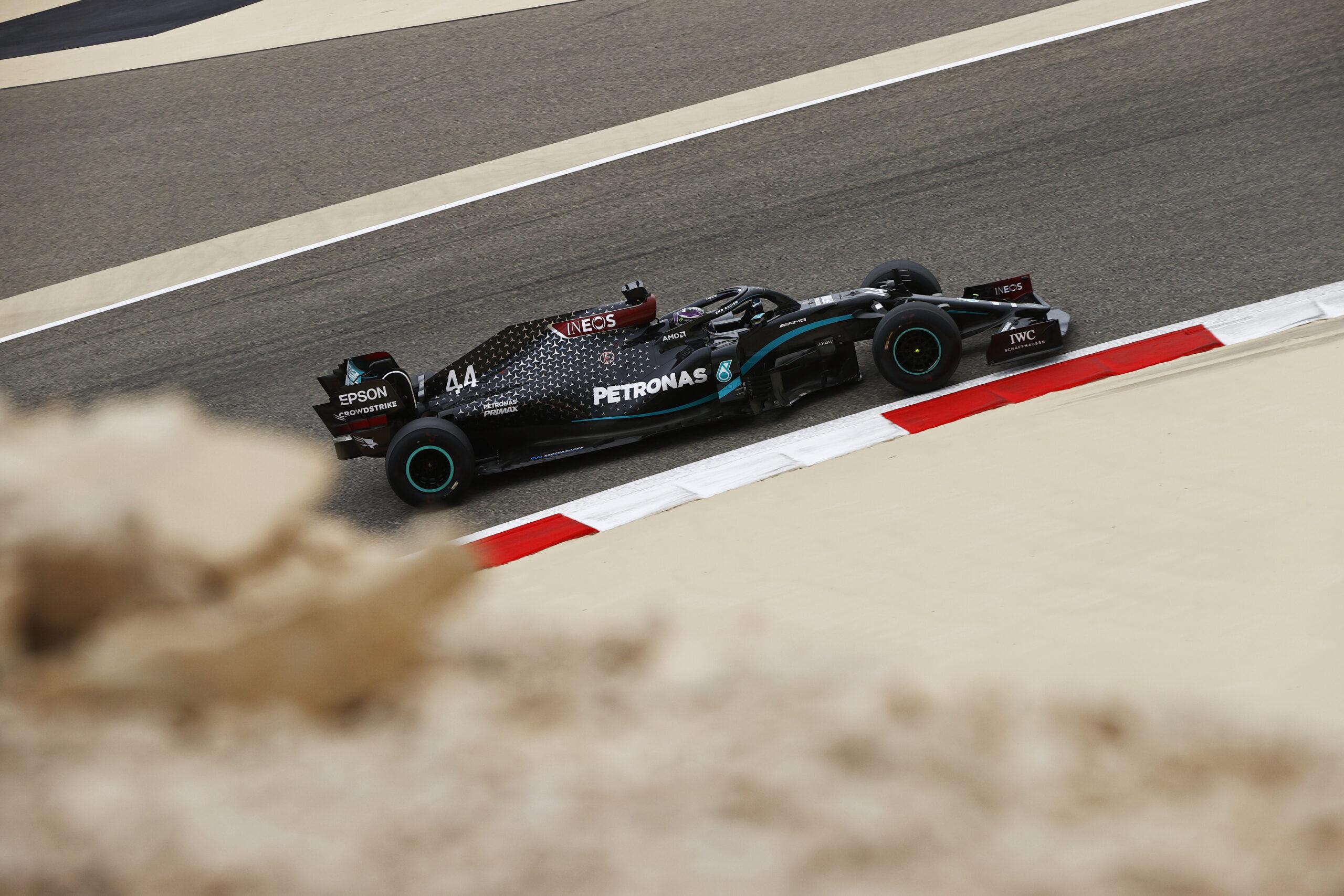 -F1-Sieg-f-r-Lewis-Hamilton-in-Bahrain