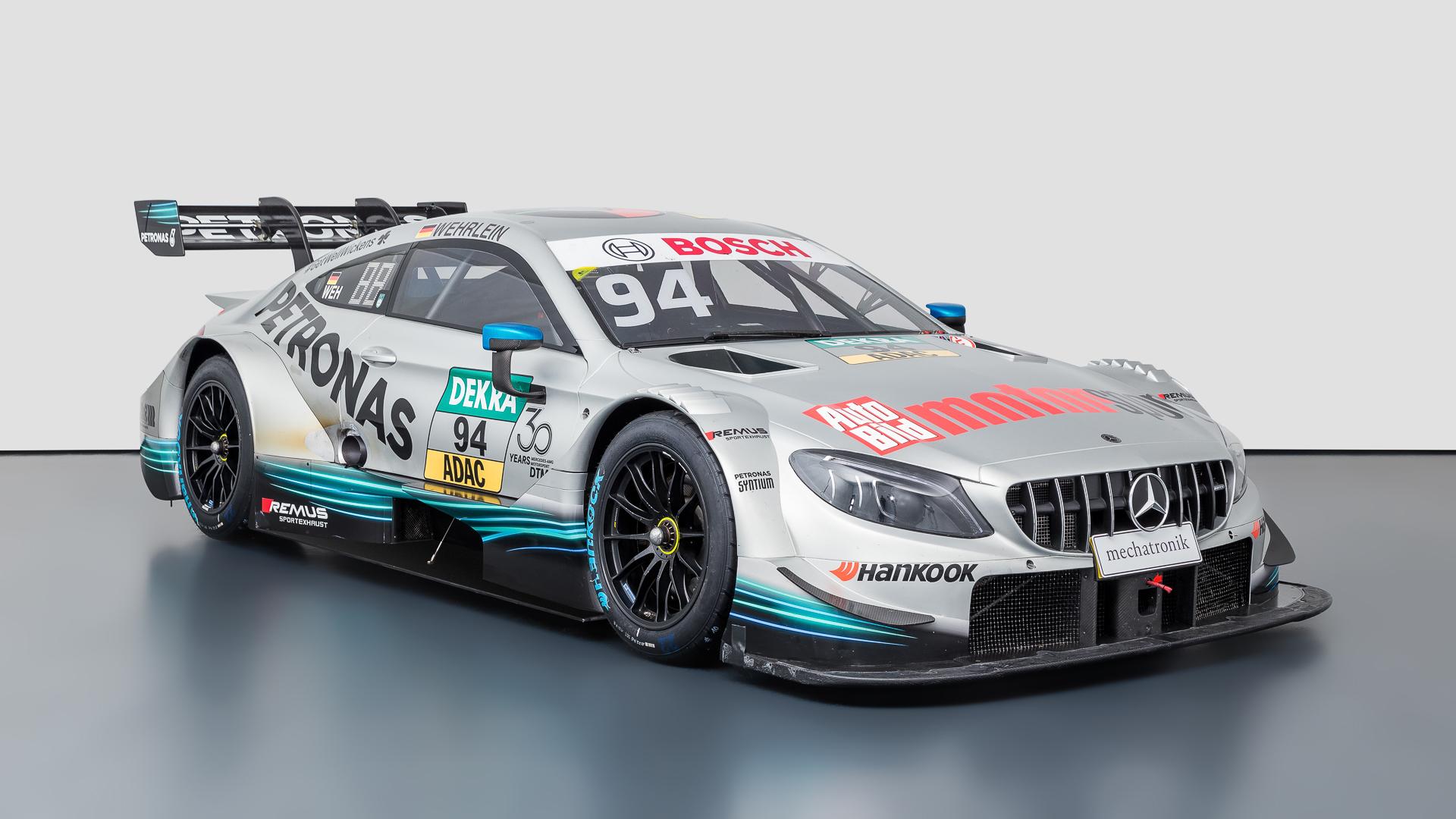 Originales-AMG-DTM-Fahrzeug-der-Saison-2018-steht-zum-Verkauf