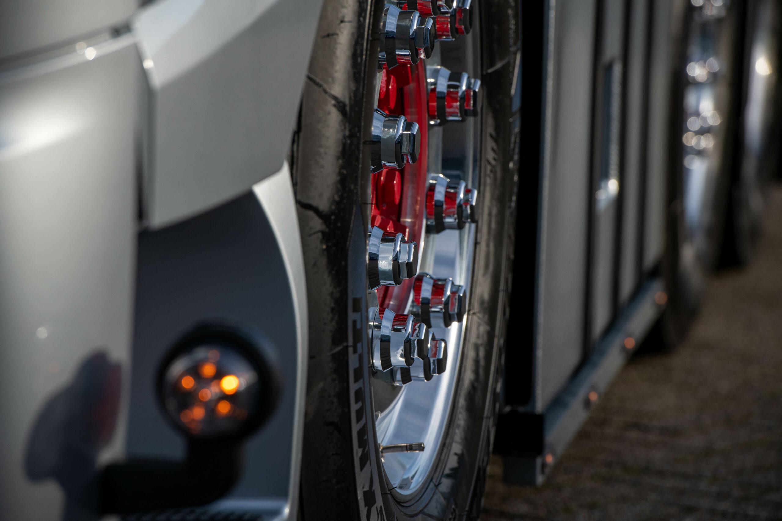 Mercedes-Benz Trucks Niederlande mit Demofahrzeug auf Actros 2563 LS 6x2 / 4 Basis