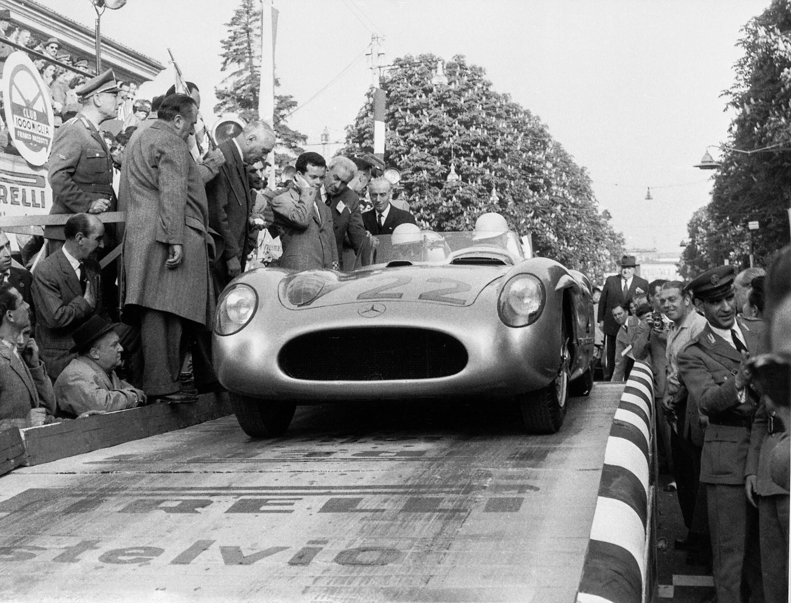 Mercedes-Benz bei der Mille Miglia 2021 ehrt Sir Stirling Moss